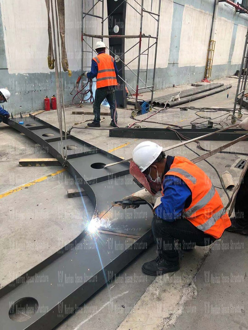 The steel structure of the membrane structure canopy project of Gale Pacific Special Textile Company is under construction