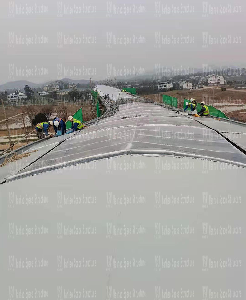 The membrane structure is being installed in the landscape membrane structure project of Sichuan Nanfang Charge Film Institute