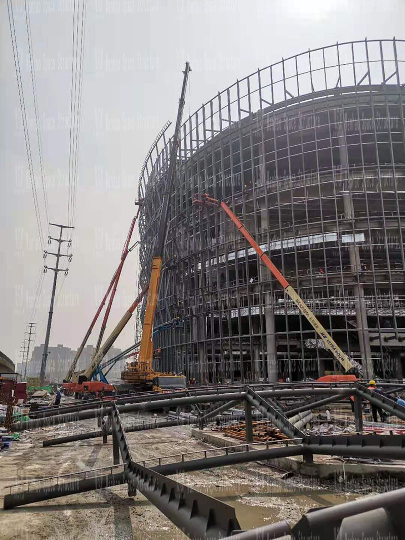 Shaoxing International Convention and Exhibition Center Phase I District B Conference Center PTFE facade mesh membrane engineering steel components are hoisting
