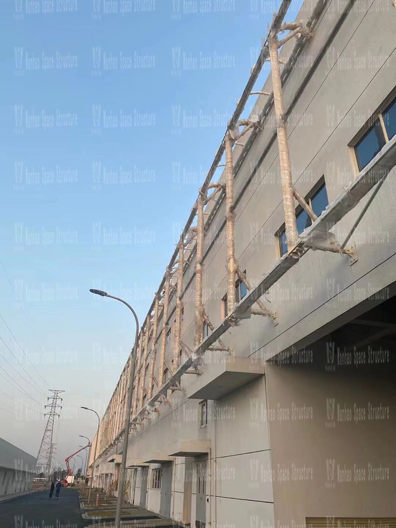The PTFE mesh fabric membrane structure project for the facade of the food factory of Yiflo Group has entered the final fabric membrane structure installation stage