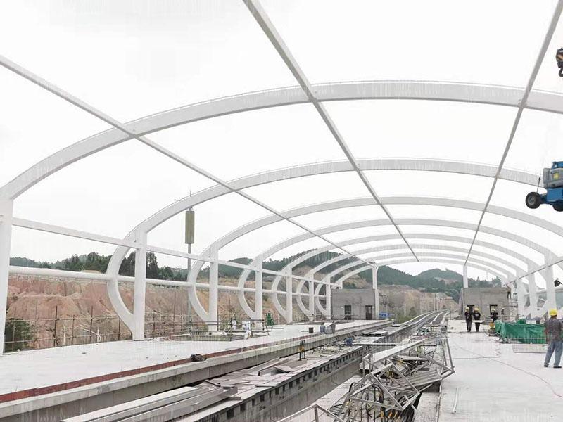 清远磁悬浮项目莲湖车站钢-膜结构工程钢结构防火涂料完工