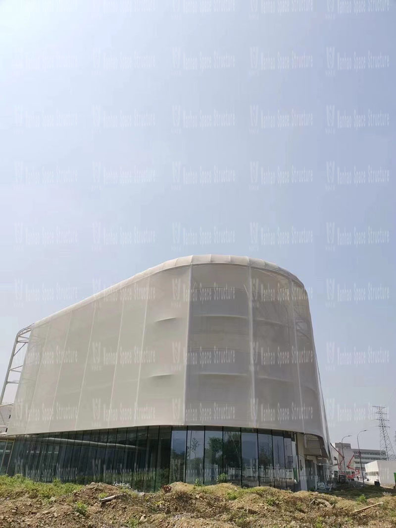 The PTFE mesh fabric membrane structure project for the facade of the food factory of Yiflo Group has entered the final fabric membrane structure installation s