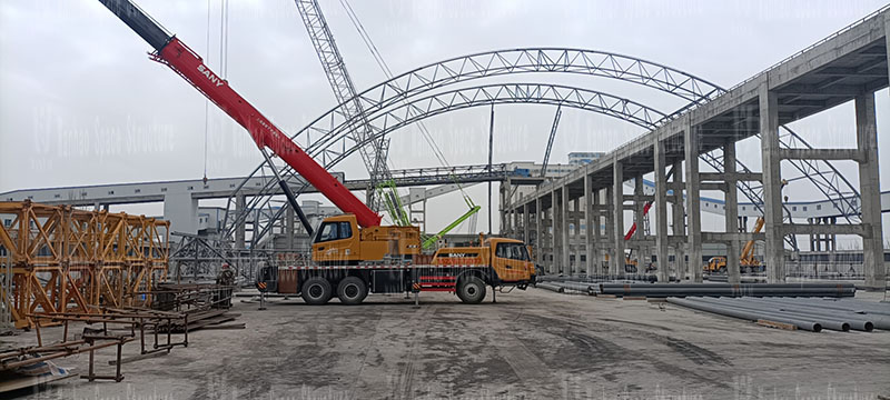 The steel structure construction of the steel frame membrane shed construction project of Inner Mongolia Energy Great Wall Coal Preparation Plant