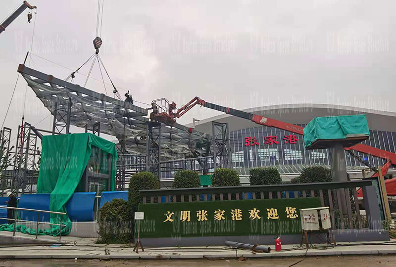 Shanghai-Tong Railway Zhangjiagang Station Local Supporting Project, the butterfly-shaped sky curtain project in the passenger distribution area on the west sid