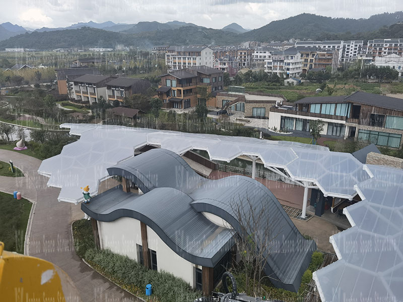 The ETFE canopy and PTFE landscape umbrella structure project of Yueqing Tieding Slide Park was completed